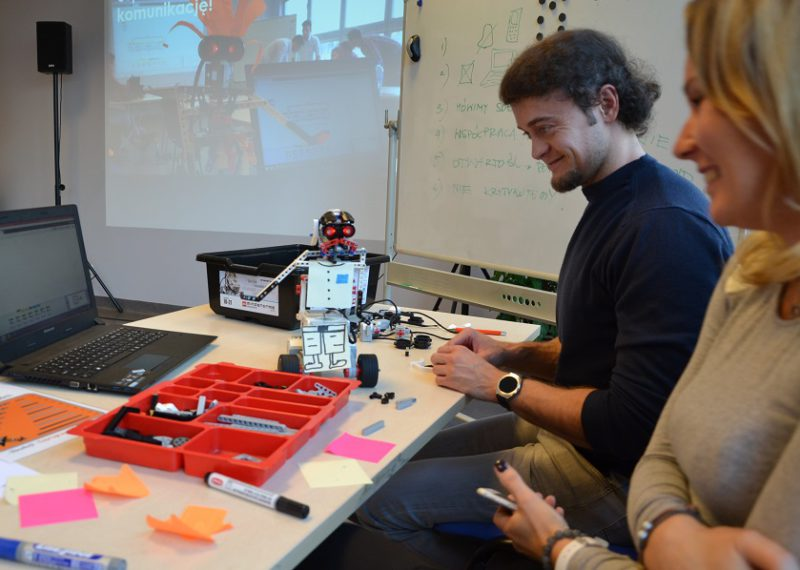 Warsztaty z robotami dla firm - komunikacja i budowanie zespołu_3