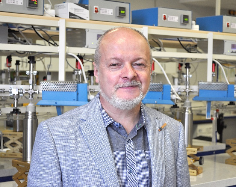 Określanie wieku szczątków organicznych metodą akceleratorową (AMS)